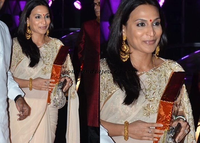 Aishwarya Dhanush Gold jewellery in Soha Kunal wedding