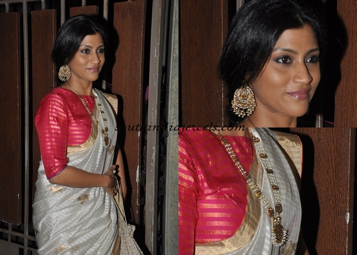 Kokana Sen wearing peral jewellery in Soha Kunal wedding reception