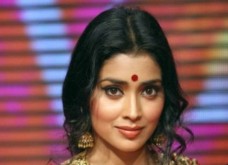 Shriya wearing Antique Jewellery