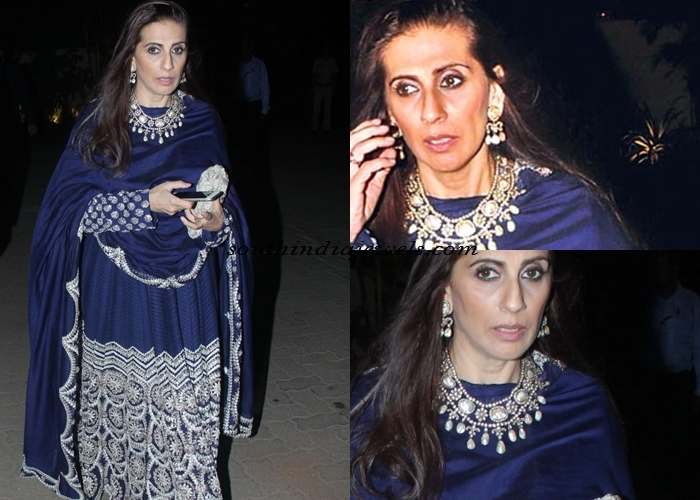 Sunita Kapoor wearing diamod and pearl jewellery