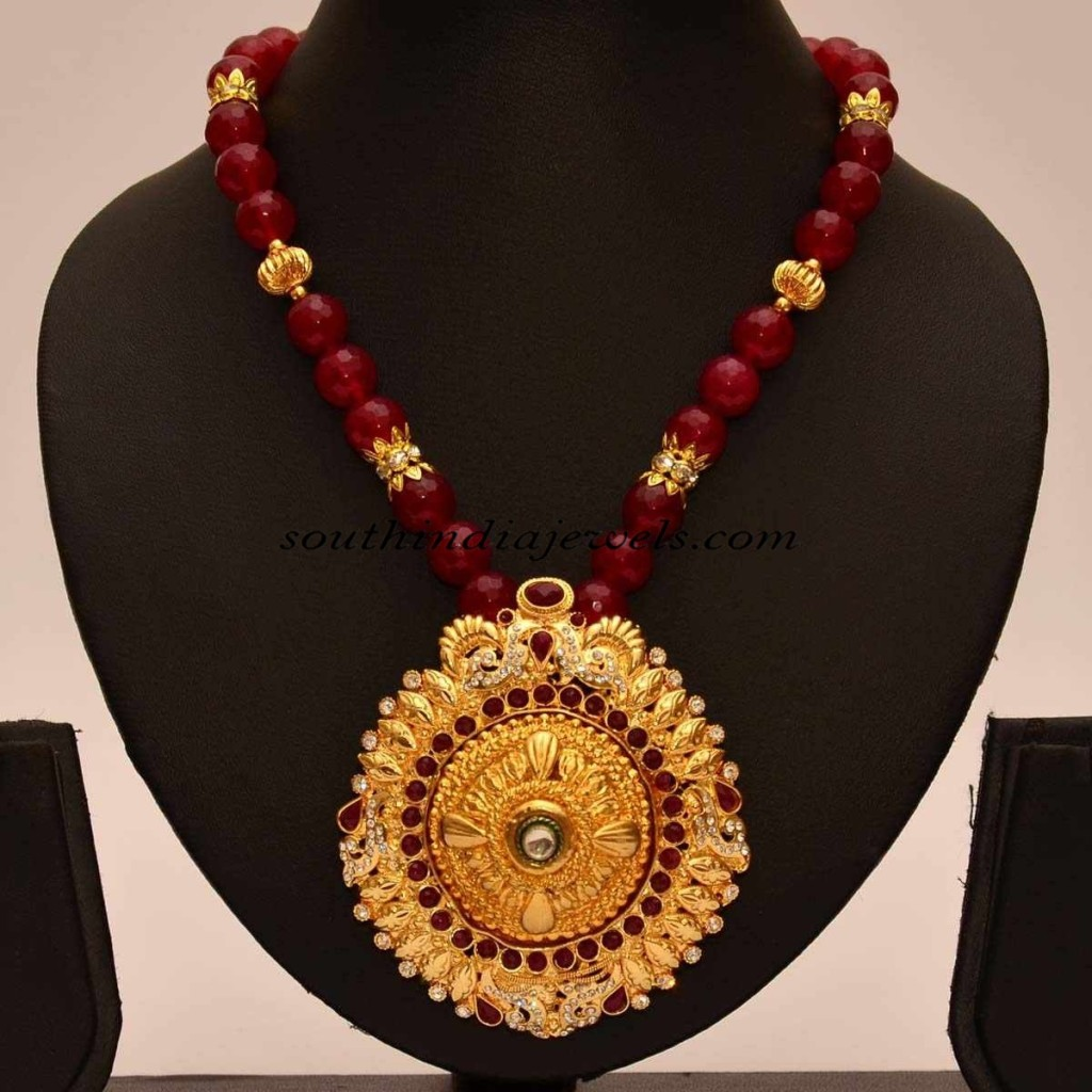 Artificial Jewellery Red Beaded Chain With Pendant
