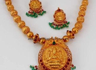 Gold temple jewellery necklace set