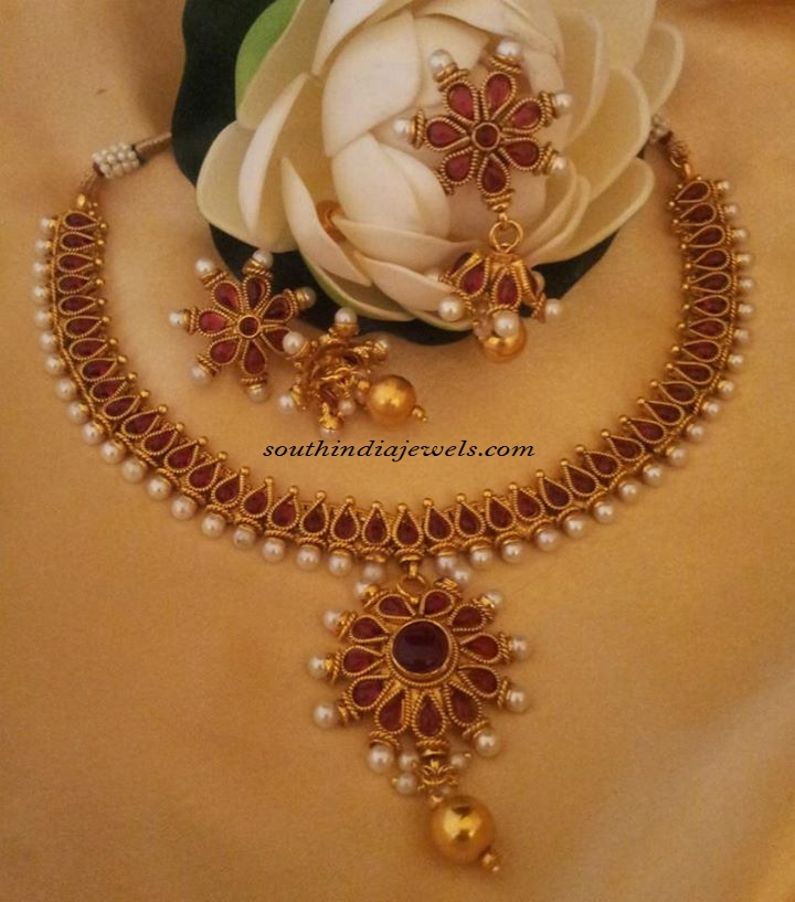 Imitation jewellery necklace set