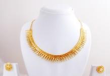 Traditional gold necklace design