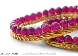 Designer gold bangle model