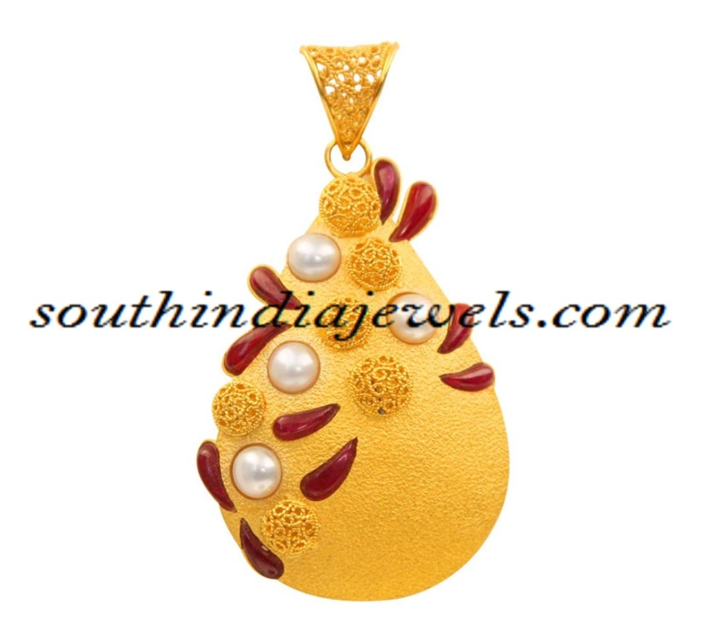 Latest gold jewellery pendant design