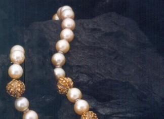 Temple Jewellery Pearl Lakshmi pendant