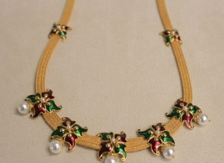 Latest Enamel coated fashionable yellow gold necklace designs