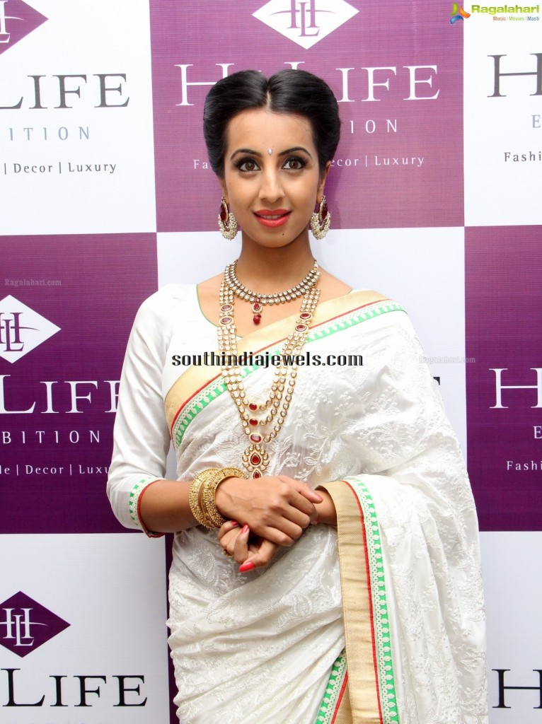 Sanjanaa Archana  in Kundan Jewelleries hi life exhibhition
