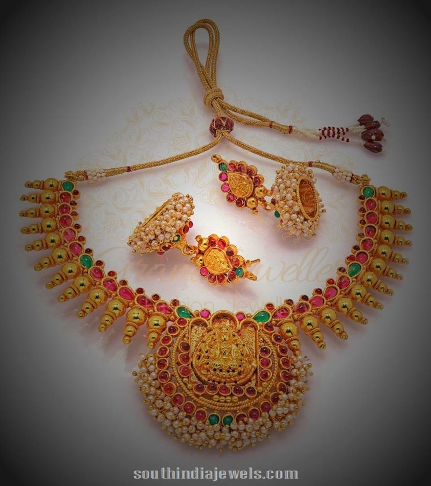 Temple-Jewellery-Set-with-jhumkas