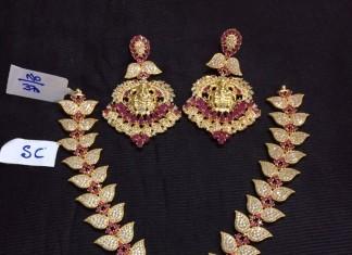 Imitation American Diamond Studded Leaf pattern necklace