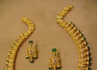 Gold Emerald Necklace With Studs