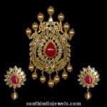Gold Pachi Pendant Set