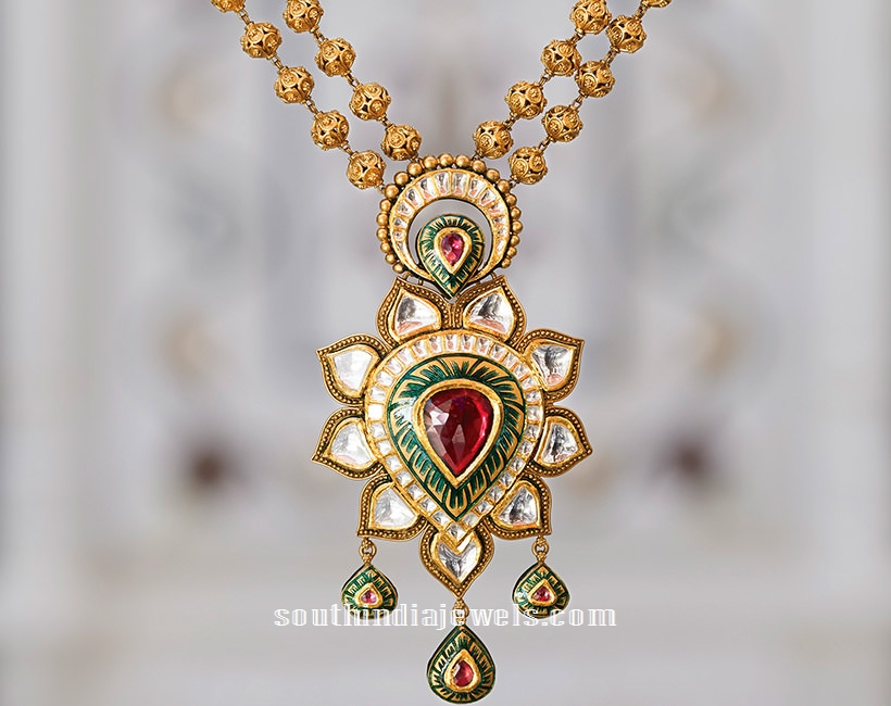 Gold Kundan short necklace from Tanishq