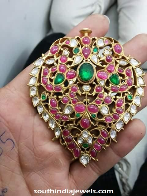 Gold Polki Locket