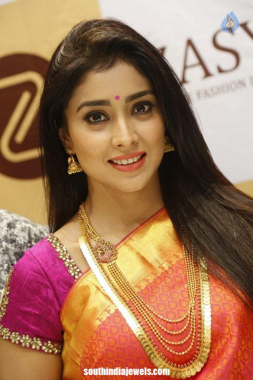 Shriya Saran Jewellery gold kasumalai and gundala haram