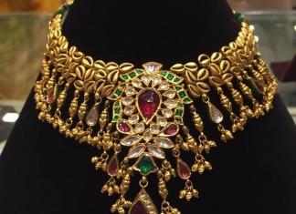 Gold Kundan Choker Necklace Set