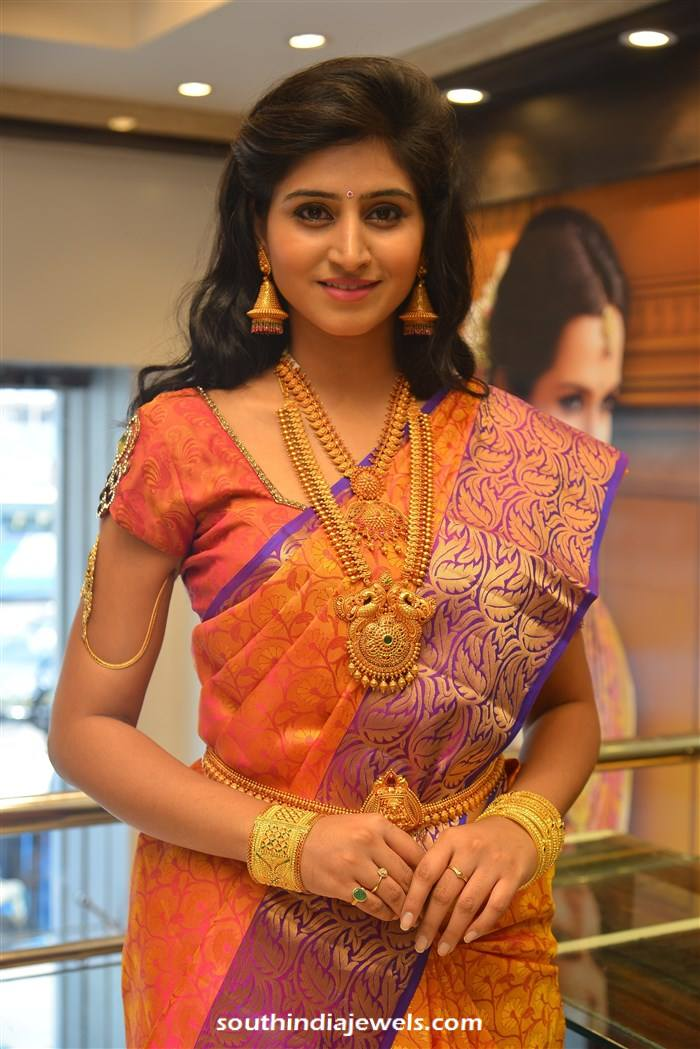 actress shamili in cmr gold jewellery south india jewels