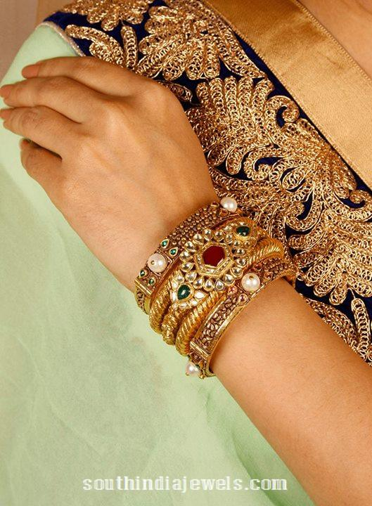 gold-antique-bangles-from-manubhai