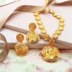 Fashionable Gold Necklace Set