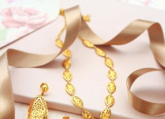Simple Gold Short Necklace Design