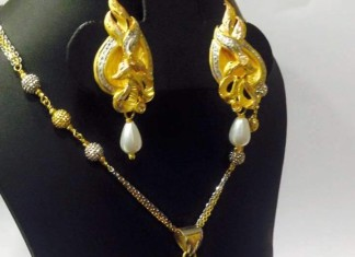 Gold Short Peacock Necklace Set with earrings