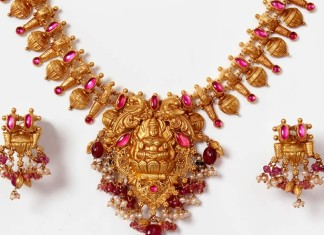 Gold temple necklace set from PNGadgil jewellers