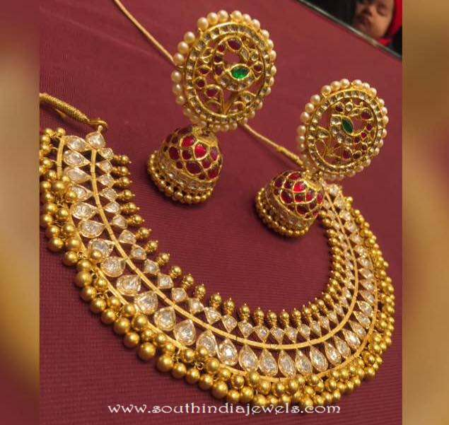 Traditional gold necklace with humka