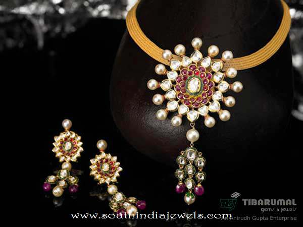 Gold Kundan Short Necklace from Tibarumals