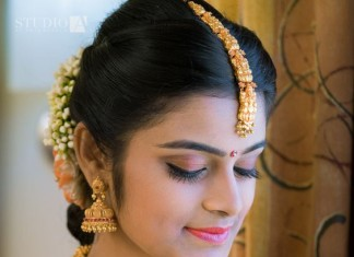 Indian bride with gold temple wedding jewellery