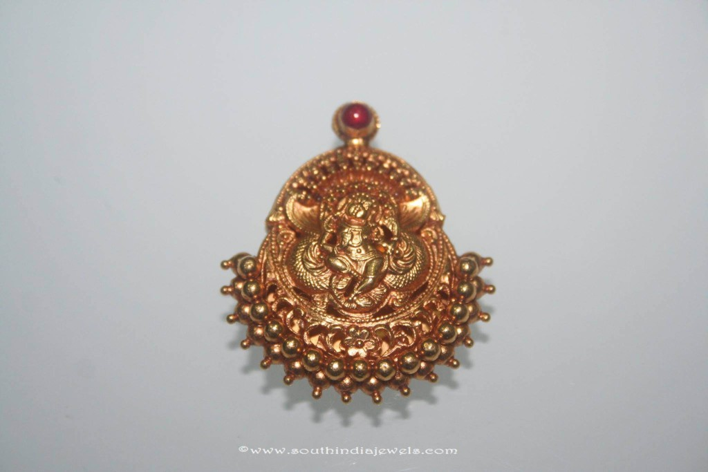 Gold Antique Pendant from Prakurthi