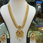 Gold Necklace Set from Navkar Gold World