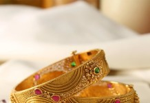 Manubahi Jeweller's Gold Antique Bangle