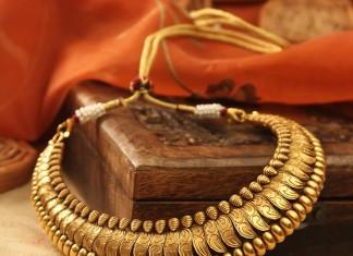 22 Carat Antique Gold Necklace from Manubhai