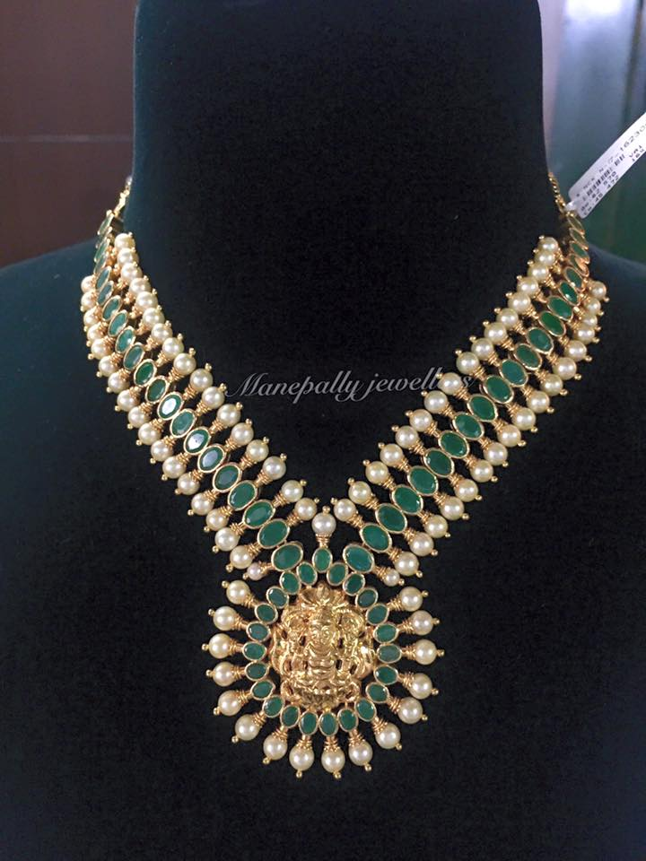 22k Gold Emerald Necklace from Manepally Jewellers