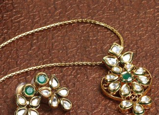 Kundan Pendant Set and Earrings