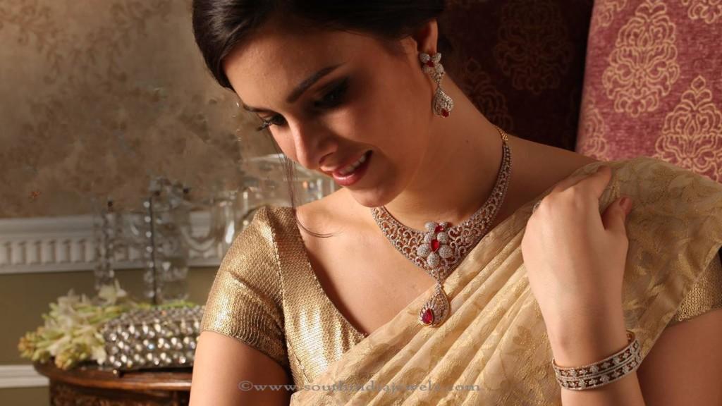 Gold Diamond Jewellery Collections from Josalukkas