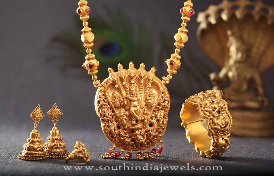 Gold Antique Bridal Sets from Kamadhenu Jewellery