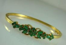 Gold Emerald Bracelet Design