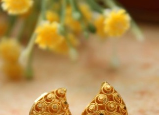 Simple Gold Ear Stud Manubhai