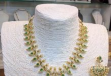 Short Mango Necklace with Green Stones