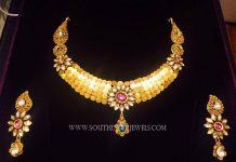 Fashionable Gold Kundan Necklace