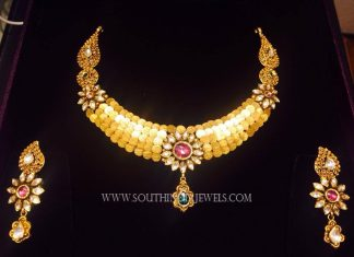 Fashionable Gold Kundan Necklace