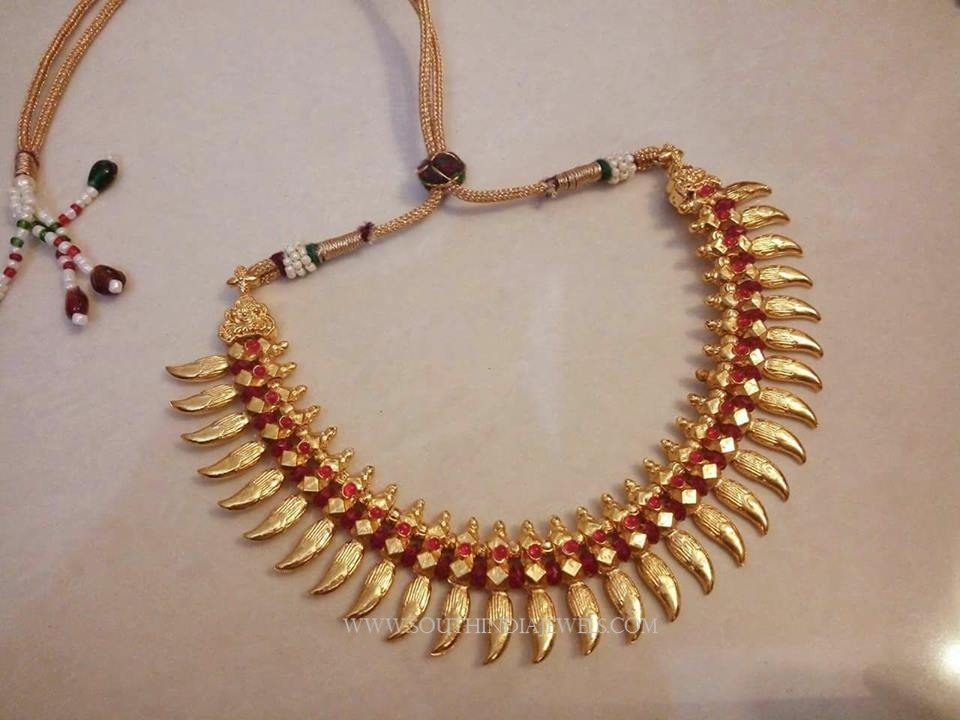 Imitation Spike Necklace With Red Stones