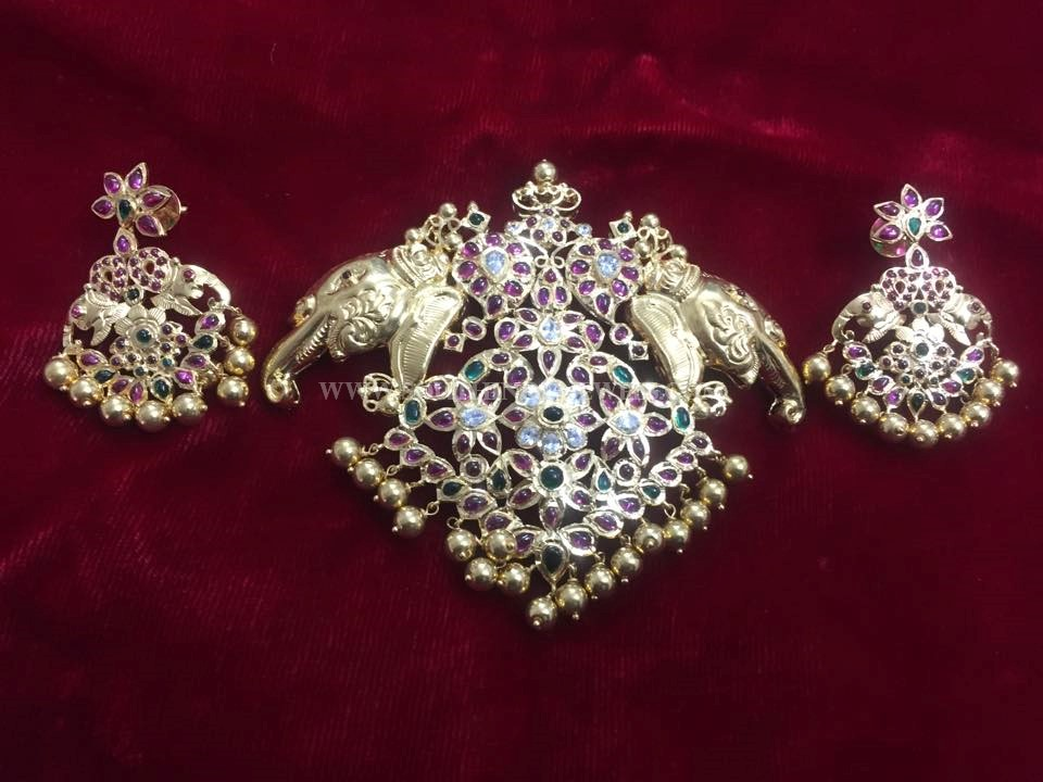 Gold Antique Ruby Pendant And Earrings Set