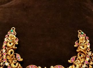 Gold Short Temple Necklace Design