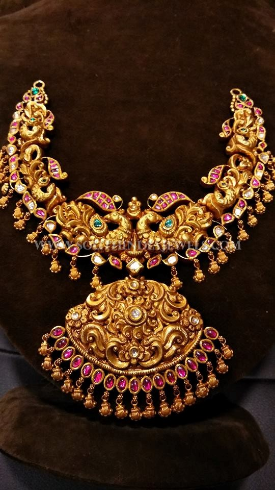 Gold Short Temple Necklace Design