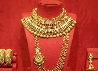 Bridal Jewellery Set From Manubhai Jewellers