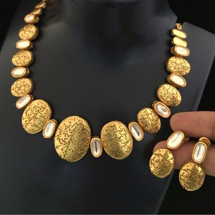 Attractive Antique gold set Accessory Villa