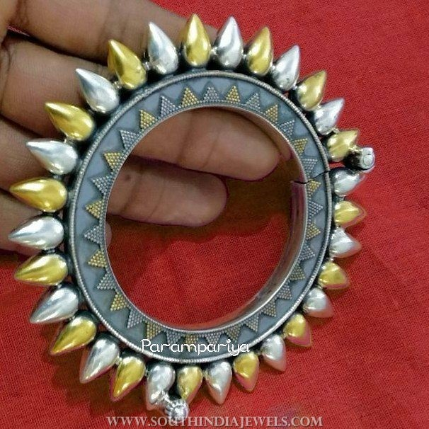 Dual toned silver kada bangle parampariya